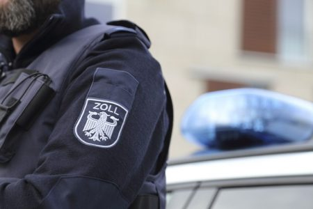 Magdeburg: Zoll deckt Schwarzarbeit und illegale Beschäftigung in Nagelstudios auf