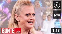 Barbara Schöneberger – Altweiberfasching? An diesem Bühnen-Look scheiden sich die Geister